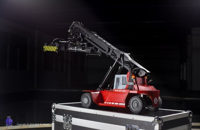 Reach Stacker KFR 853 R5H red RTR